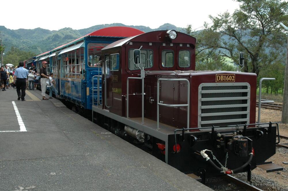 Dsc_4100s 高森駅のトロッコ列車 夏休み期間中は子供たちで満員 立野駅から高森を結...